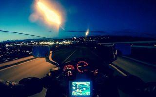 Как безопасно ездить на мотоцикле ночью?