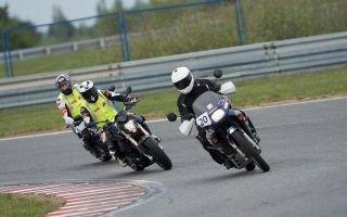 Поворот на мотоцикле – начните с точки входа в поворот