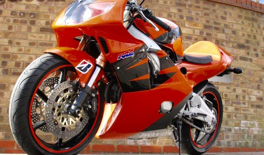 Honda CBR 400, фото