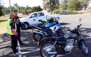 Как безопасно припарковать мотоцикл