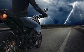 Поездки в дождь на мотоцикле