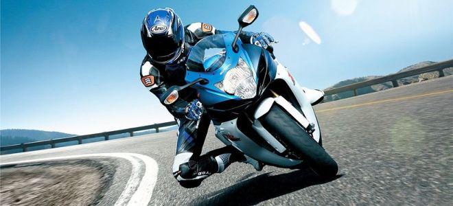Как безопасно повернуть на скорости на мотоцикле
