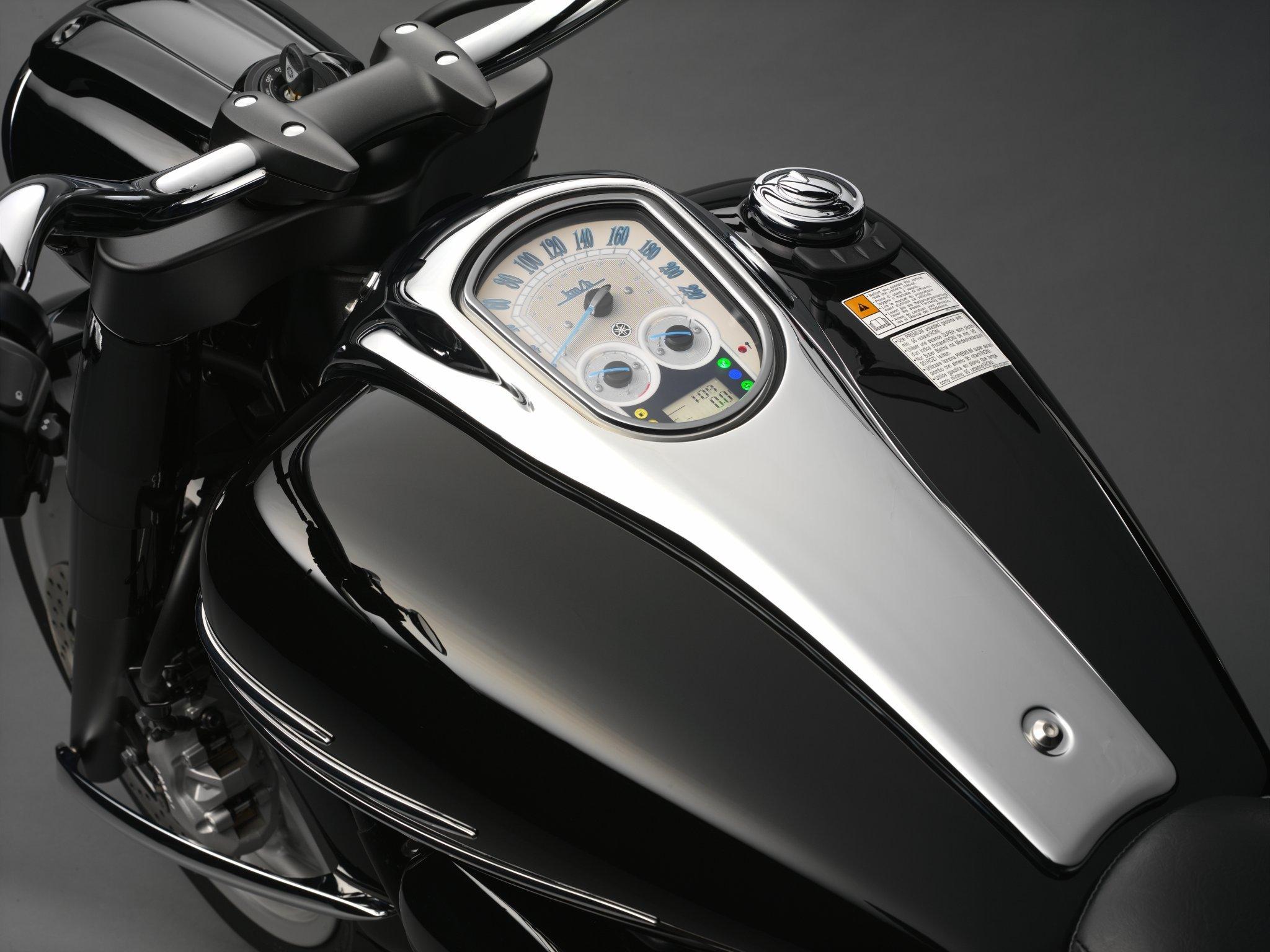 Yamaha XV1900A