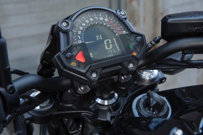 Мотоцикл Kawasaki Z 650 панель