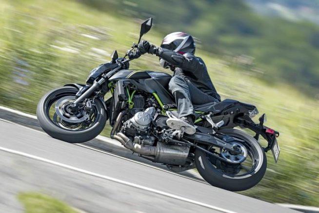 Kawasaki Z650 в движении