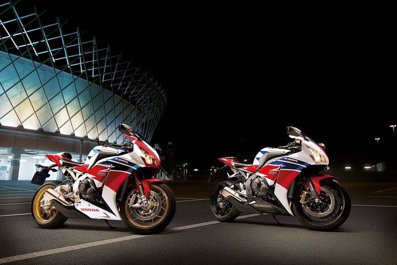 Два мотоцикла Honda CBR 1000 RR FireBlade SP