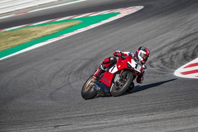 Ducati Panigale V4 25 Anniversario на треке