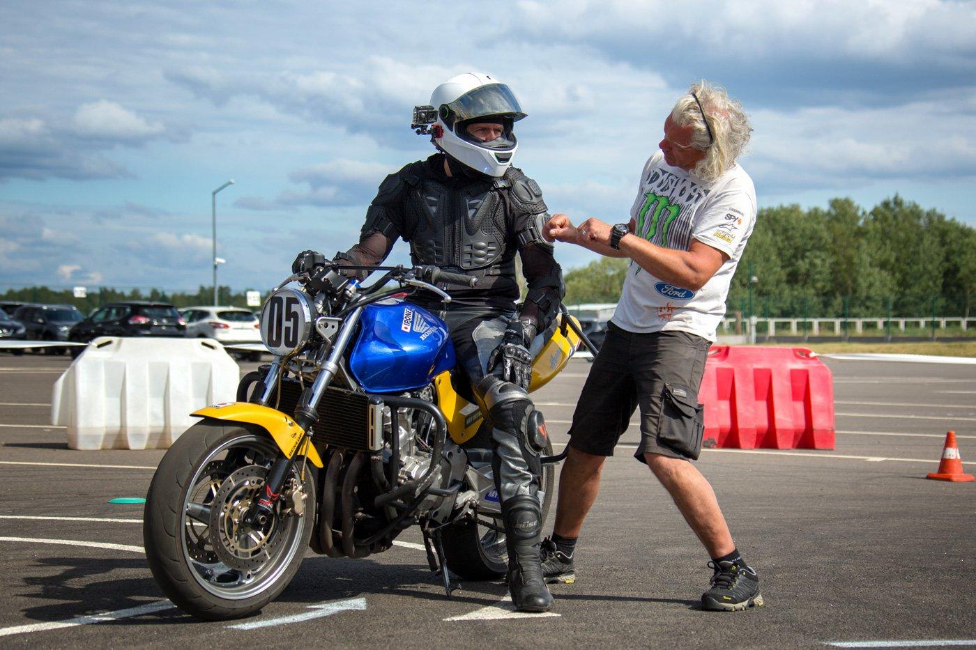 Мотошкола, обучение езды на мотоцикле